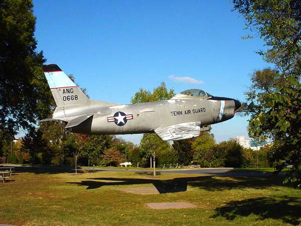 10/28/05 plane in Nashville, photographed by Janet Kuypers